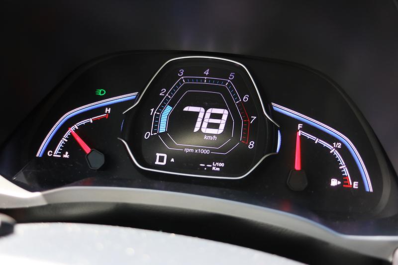 將平均油耗計歸零也是相當重要的動作,畢竟車上的油耗計雖不算準確,但也粗具參考價值。