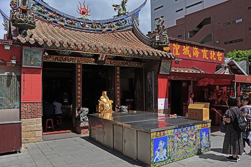 位於大稻埕的霞海城隍廟,堪稱北台灣知名度最高的月老廟之一。