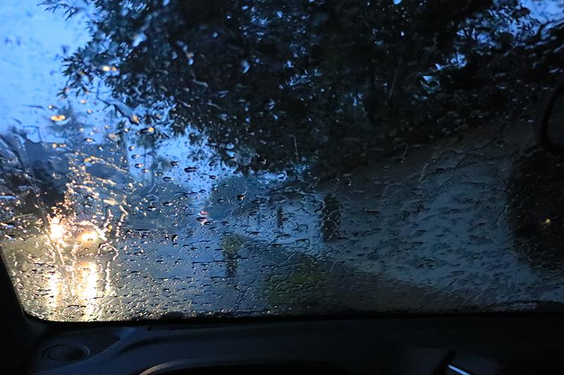 有沒有看到?這雨還像話嗎?難怪南台灣後來會淹成那樣!