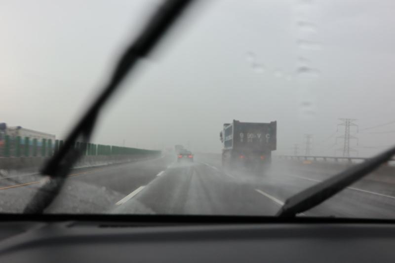 沒想到一到台中開始遇上大雨,而且還幾近颱風雨般的狂暴。
