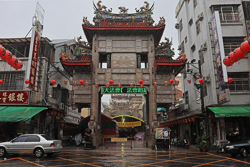 嘉邑城隍廟建於1715年,是清治時期台灣府諸羅縣官府所修建的第一座廟宇。