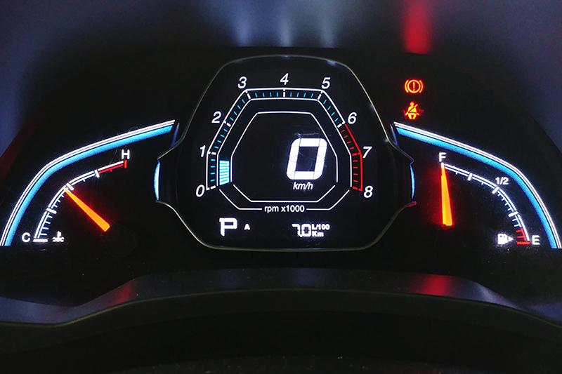 這次平均油耗計顯示的數字是7.0L/100km,換算下來約14.2286km/L,與實際數值差異不算太大。