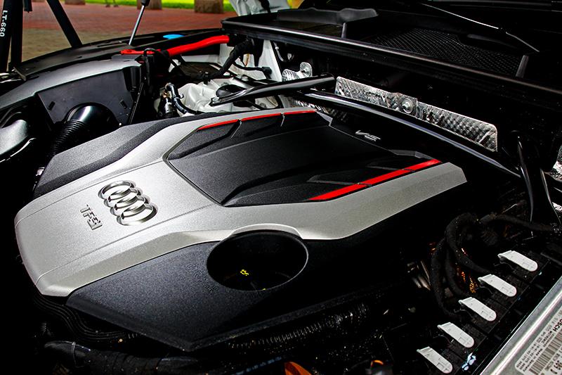 3.0升V6渦輪引擎354hp/51kgm動力忠實的呈現在動態駕駛。