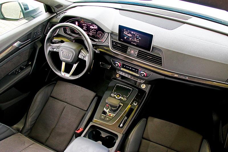 座艙在透過減少按鍵規劃及導入虛擬座艙後營造出簡約科技氛圍。