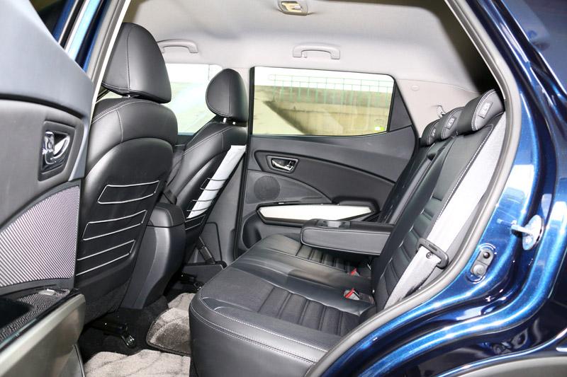 Tivoli的後座空間表現算是此類小型CUV中較為出眾的,而且後座椅背可調的傾角從27.5度升級至32.5度,更提升了乘坐舒適度。