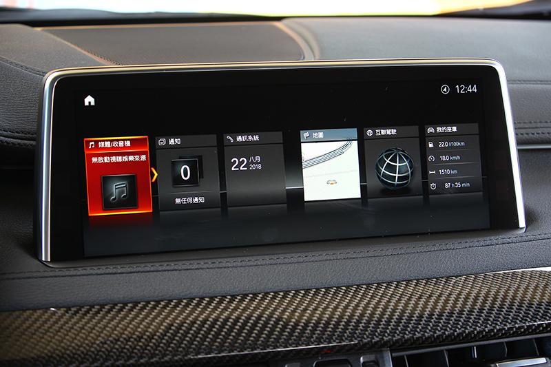 最新的iDrive介面,呈現在畫質細膩的10.25吋觸控顯示幕上。