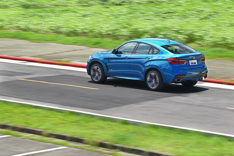 很多時候,駕馭X6總有著驅策大型GT跑車的綺想。