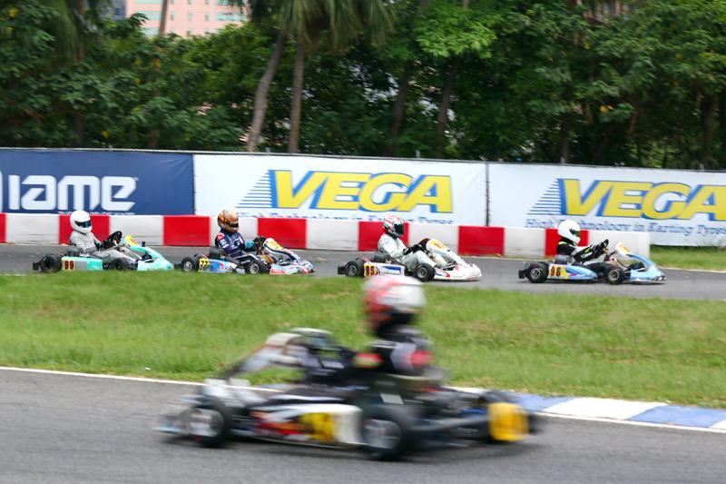 預賽中段眾車手極力爭取最佳成績。