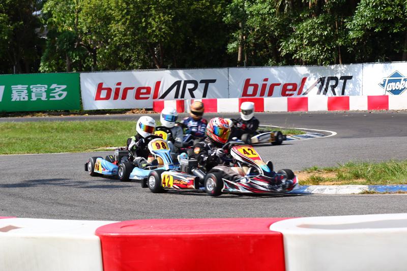 決賽中,在前四名拉開距離後,反倒是第五到第九位車手間展開激烈纏鬥。