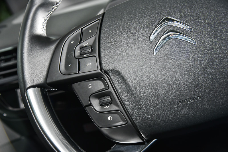 左手拇指就能完全控制各種先進駕駛輔助功能