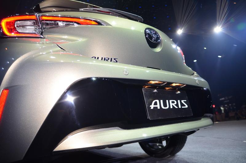 兩側葉子板的厚實設計,結合後保桿下方黑塗設計,穩重中強調車身運動感