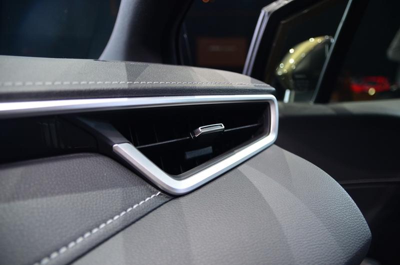 內裝用料的提升讓車艙氛圍更顯高級車質感