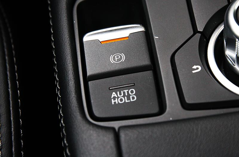 小改CX-3取消傳統手煞車改配置電子手煞車系統。