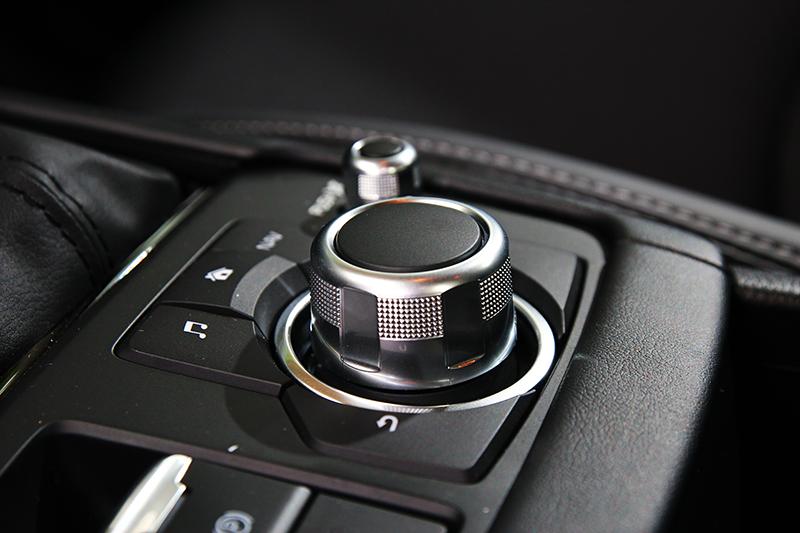 多功能控制旋鈕不僅替車室營造高級感,對於操作也也實質助益。