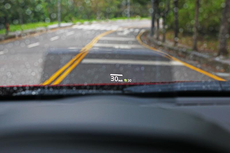 MRCC主動車距巡航於高速行駛更加輕鬆,但若有車道偏移輔助會更理想。