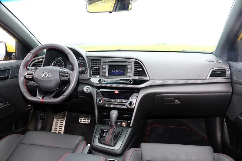 屆時主被動安全都會全數配置,與進口相比國產車型舒適便利性配備應會有所調整。