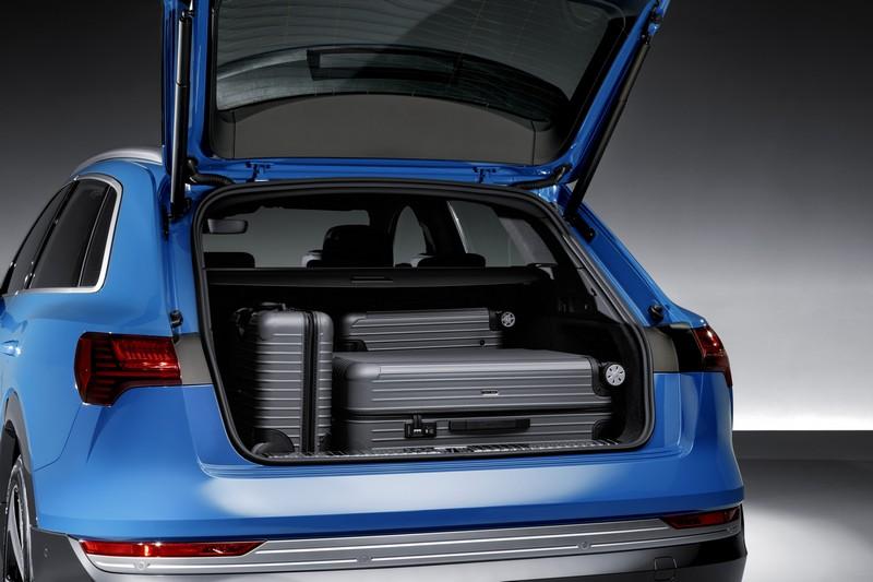行李箱空間可達660公升,滿足平日通勤或全家出遊所需。