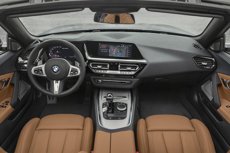 Z4內裝配置仍有著熟悉的BMW家族風格,但在操作介面上則更貼近駕駛導向。