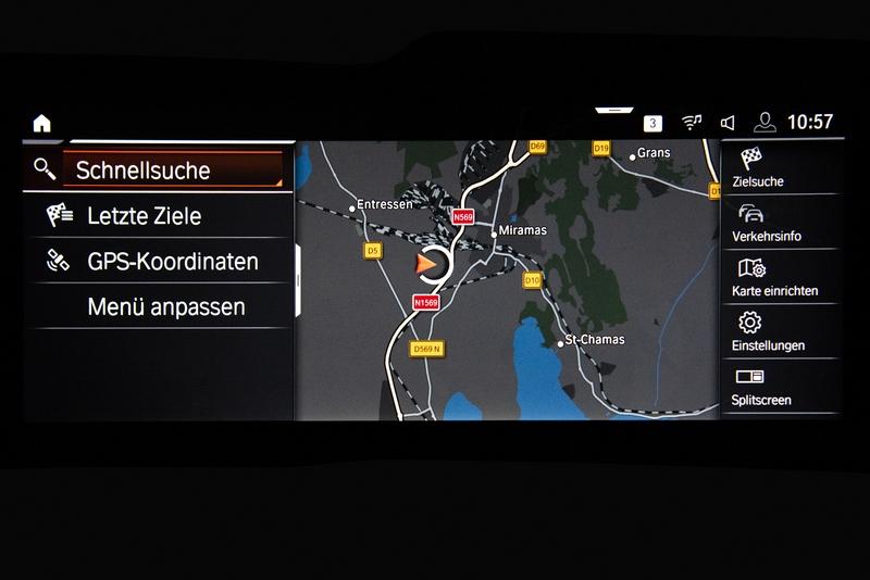 儀表與中控螢幕皆採用10.25吋配置,搭配iDrive 7.0系統提供更直覺便利的操作感受。