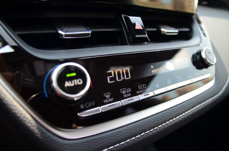 頂級版配置的是雙區恆溫空調系統