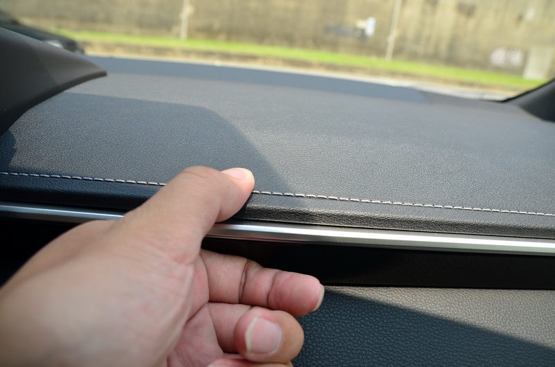 儀表採軟材質包覆,觸感比硬質塑膠更為優異