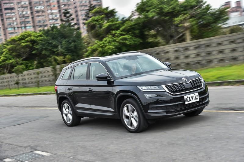 柴油動力更適合體積重量都大的SUV車體,4X4全時四輪傳動系統在雨天行駛或對應台灣常見的低摩擦路面更加安全
