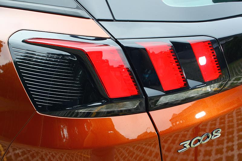 新車的尾燈依舊保有獅爪印記,模樣相當漂亮。