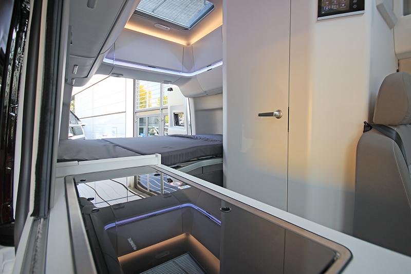 車艙右方配置雙口炊事爐與流理臺,方便準備豐盛的食物。