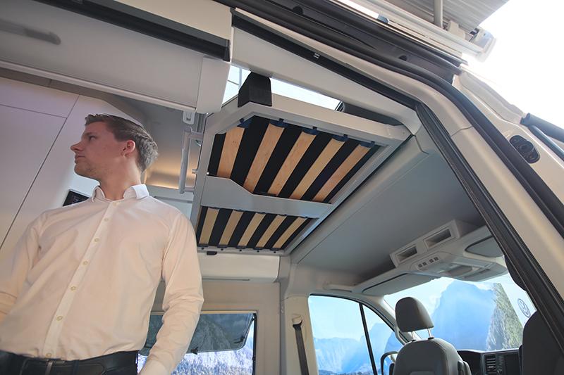 車頂並未配置上掀功能,但依舊保留一個兒童雙人床位,限重120kg。