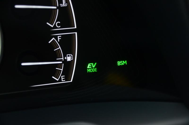 開啟EV純電行駛模式後,儀表上的EV字樣會亮起