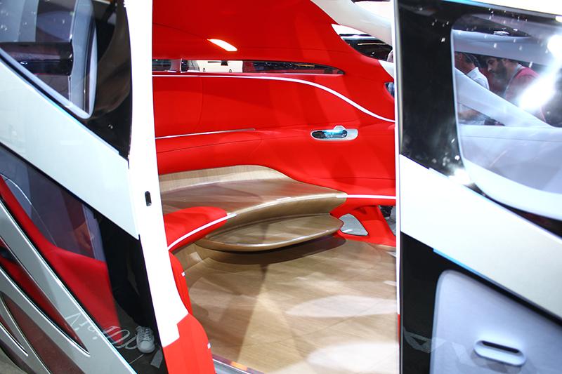 在MPV狀態下,Mercedes- Benz Vision Urbanetic的空間寬敞到彷彿藝廊客廳。