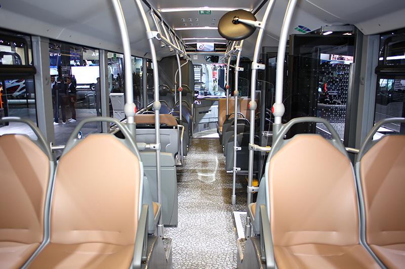 整體設計確實比台灣的公車來得簡潔且具有設計感。