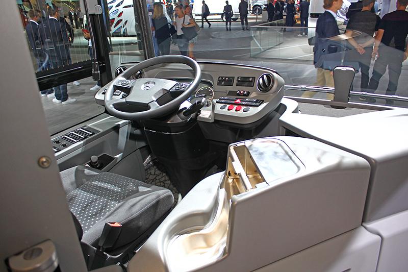 IAA漢諾威車展很棒的一點是,幾乎所有車你想坐就可以進去操弄一番。