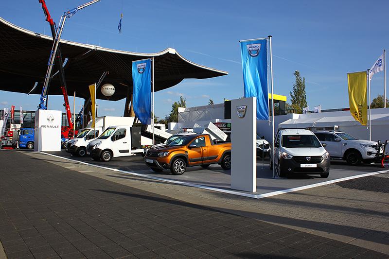 Renault所併購的羅馬尼雅品牌Dacia,則放在戶外展區供車迷賞玩。