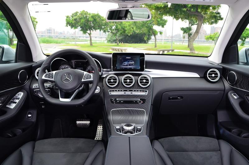 內裝維持原有基調,在AMG Line套件的加持下多增添一股奢華氣息