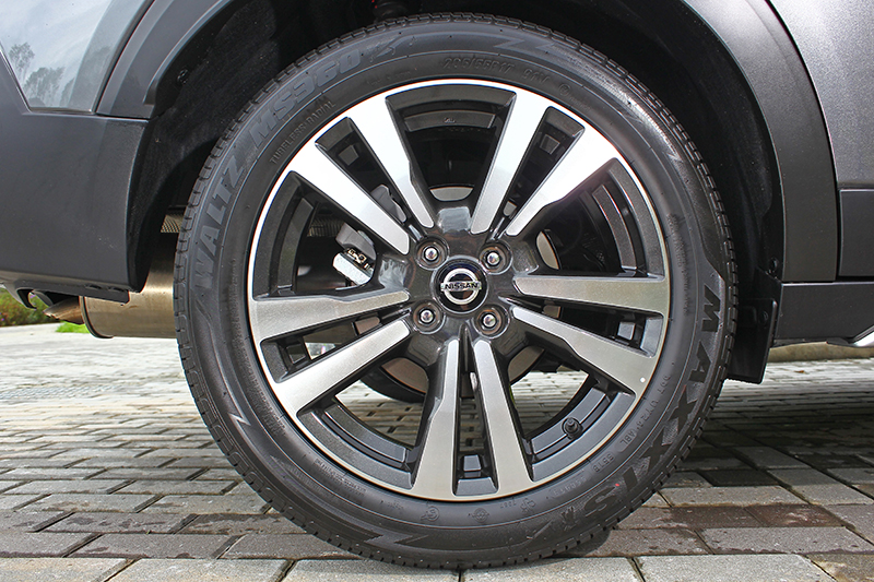 全車系標配17吋鋁圈與205/55 R17車胎是個好消息。