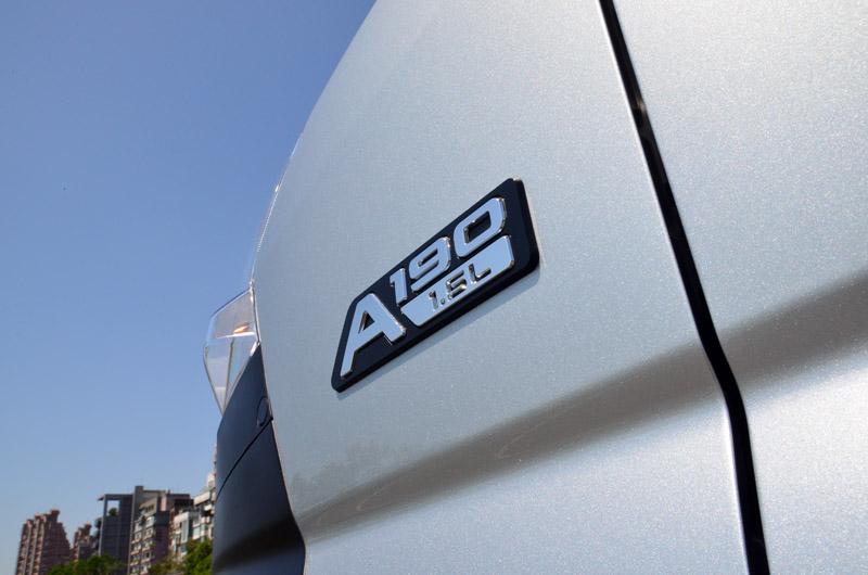 菱利這次改款還以新的副車名劃分貨車與廂車,A190為貨車,A180為廂車。