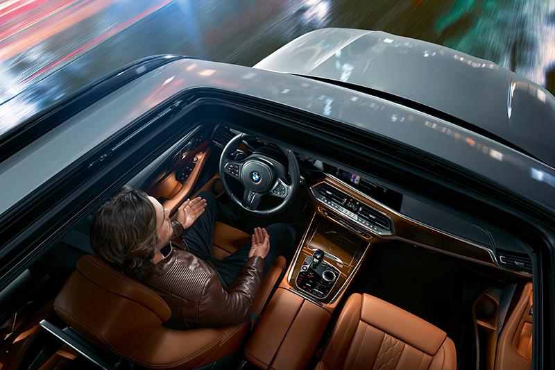 全新X5標配BMW Personal CoPilot智慧駕駛輔助科技,提供便利且安全的駕駛輔助。