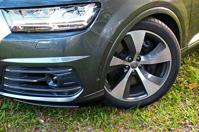 21吋輪圈除了於視覺帶來效果外,對於實際駕駛也有實質助益。