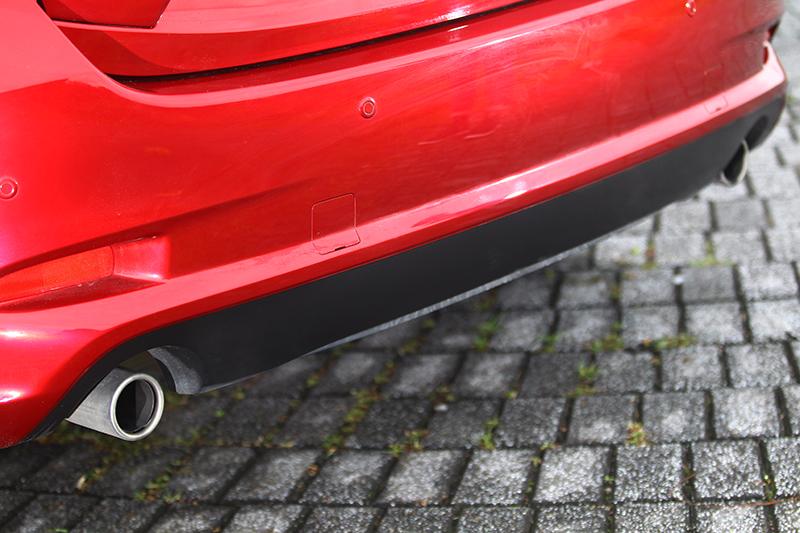 其實Mazda 3的設計方向與Auris很類似,同樣走的是大眾情人那套路。