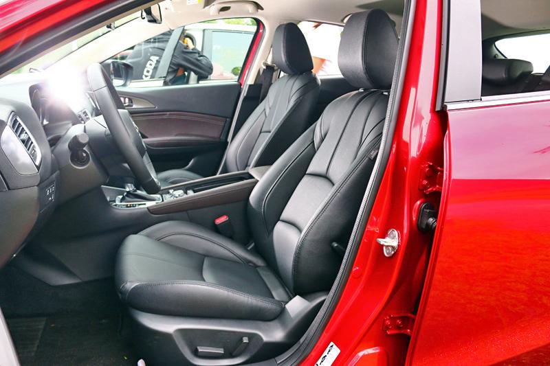 以日本車來說Mazda 3的座艙品質相當討喜。