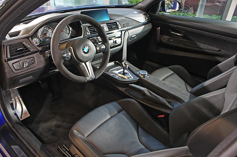 車內配置M專屬Alcantara麂皮方向盤及高質感內裝,同時兼顧激烈操駕與乘坐舒適兩種需求。