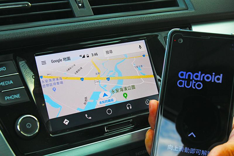 中控螢幕升級至6.5吋,由於Android Auto已開放因此Fabia同時具備Apple Carplay與MirrorLink三種功能。