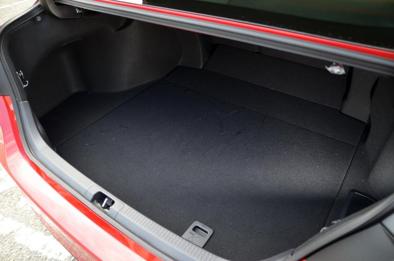 電池位置重新調整後,行李箱容積從前一代的423公升大舉進步至620公升