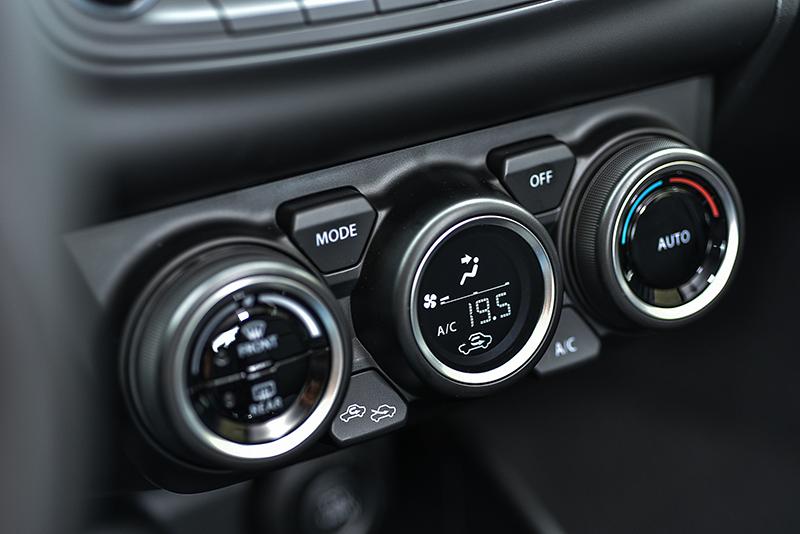標準配備的恆溫空調系統,也是讓車室更加舒適的好幫手。