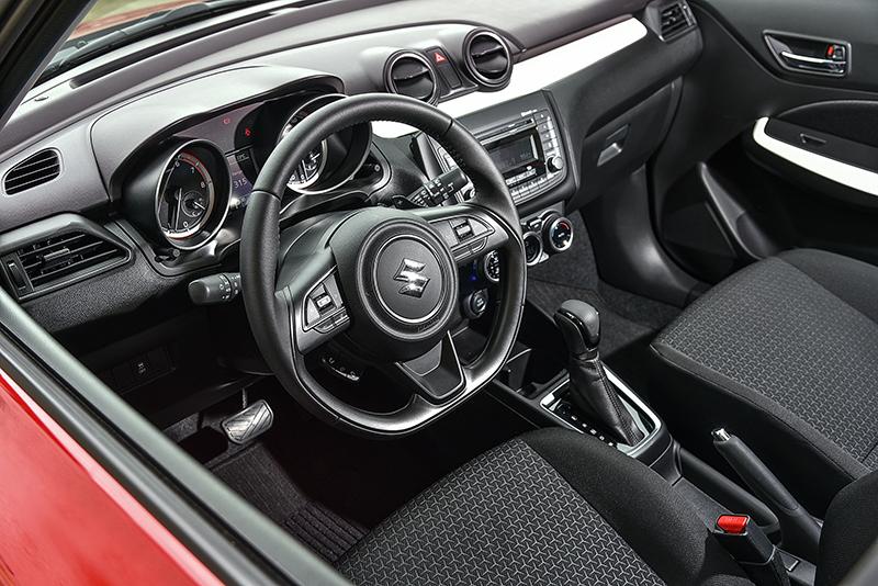 包括ESP®電子穩定系統、ABS防鎖死剎車系統、EBD電子剎車力道分配系統、BA煞車輔助系統、HHC斜坡起步輔助控制系統以及TPMS胎壓偵測器都是SUZUKI SWIFT的標準配備。