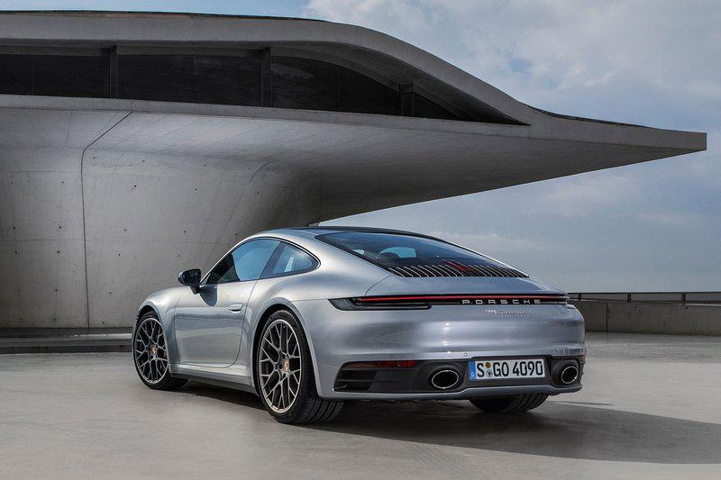 全新992世代911在車身尺碼上皆適度再放大,後軸也變得更加寬闊。