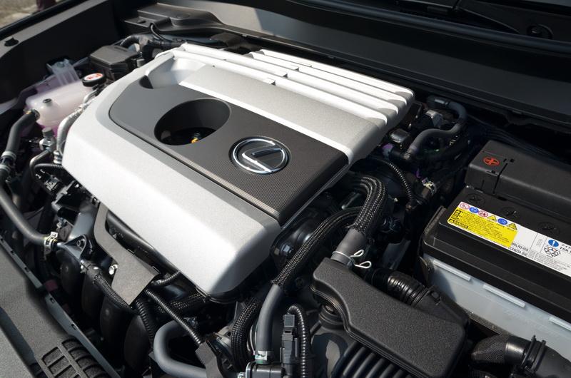 動力與Auris同樣搭載2.0升自然進氣引擎搭配CVT變速箱,在休旅車上僅算夠用,若要多一點性能只能等明年的Hybrid版本了