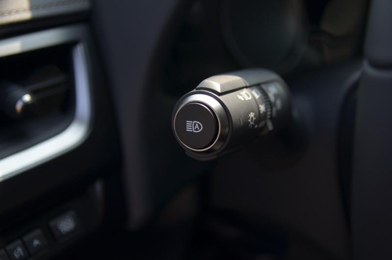 AHB自動遠光燈切換系統,能避免誤啟動遠光燈造成對向駕駛的眩光危險