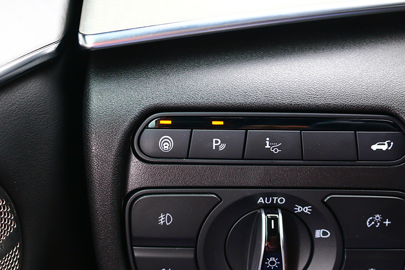 除車道維持系統外,其他駕馭輔助配備應有盡有。